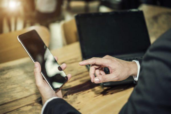 Skift din mobil ud med jævne mellemrum